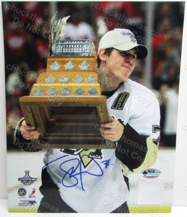 Evgeni Malkin Autographed Conn Smythe Trophy 8x10 Photo